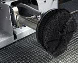 FÄLGTVÄTT. Stora, effektiva borstar som tvättar fälgar upp till 21 tum.